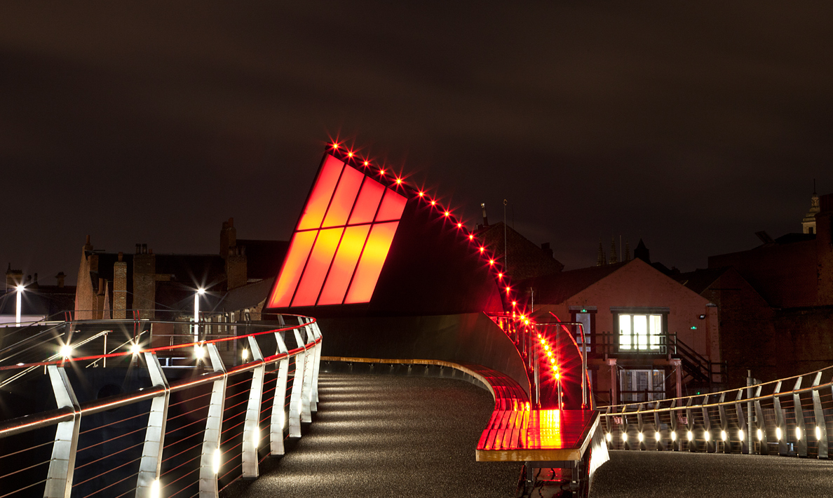 Scale Lane Bridge, award winning pedestrian swing bridge | Hull