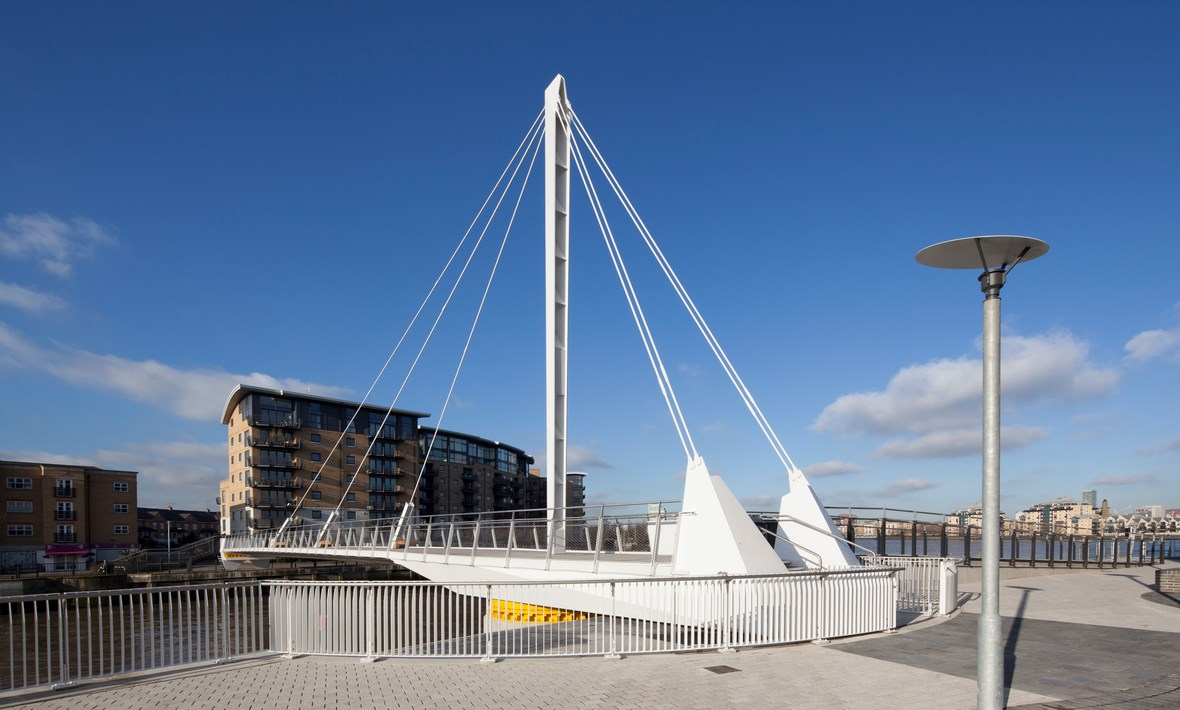 Pedestrian swing bridge | Greenwich
