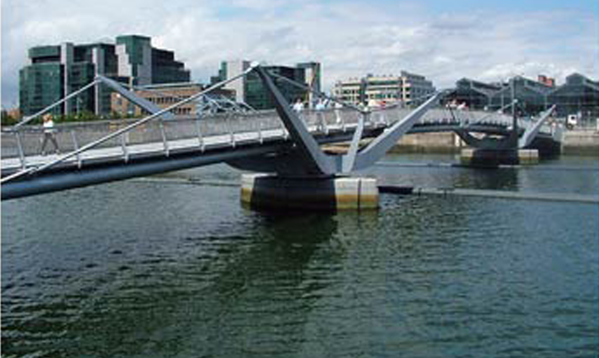 Double leaf pedestrian swing bridge River Liffey, Custom House Quay  | Dublin