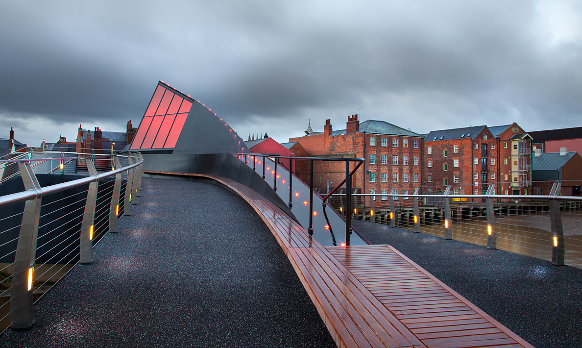 Scale Lane Bridge upper walkway | Hull