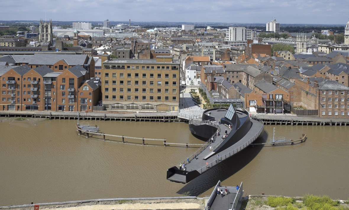 Scale Lane Bridge in daytime | Hull