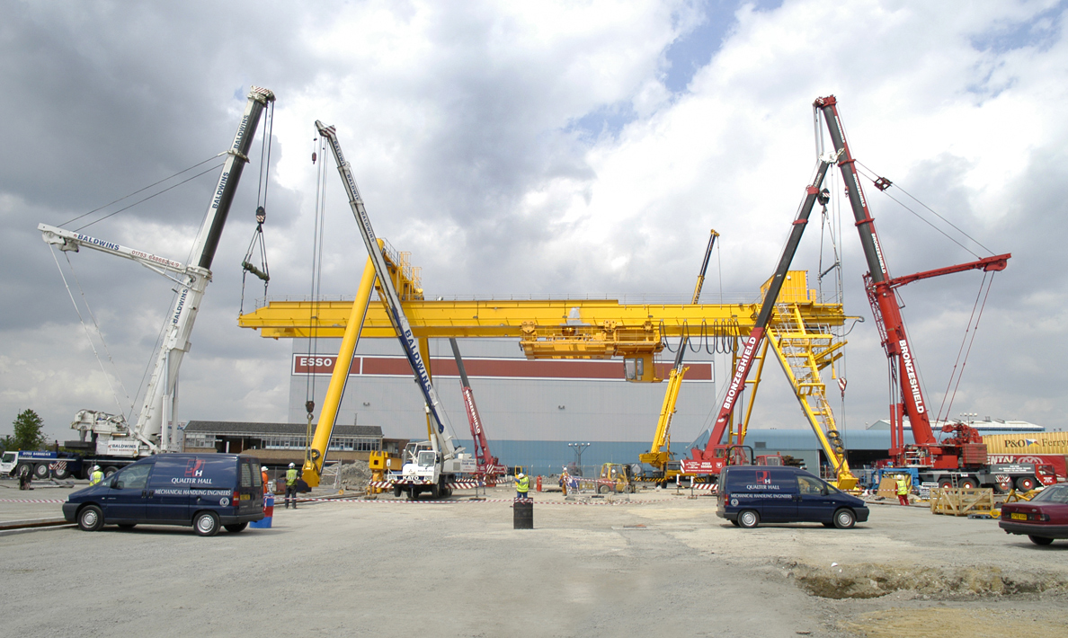 Stage two of installation of crane | Purfleet Thames Terminal