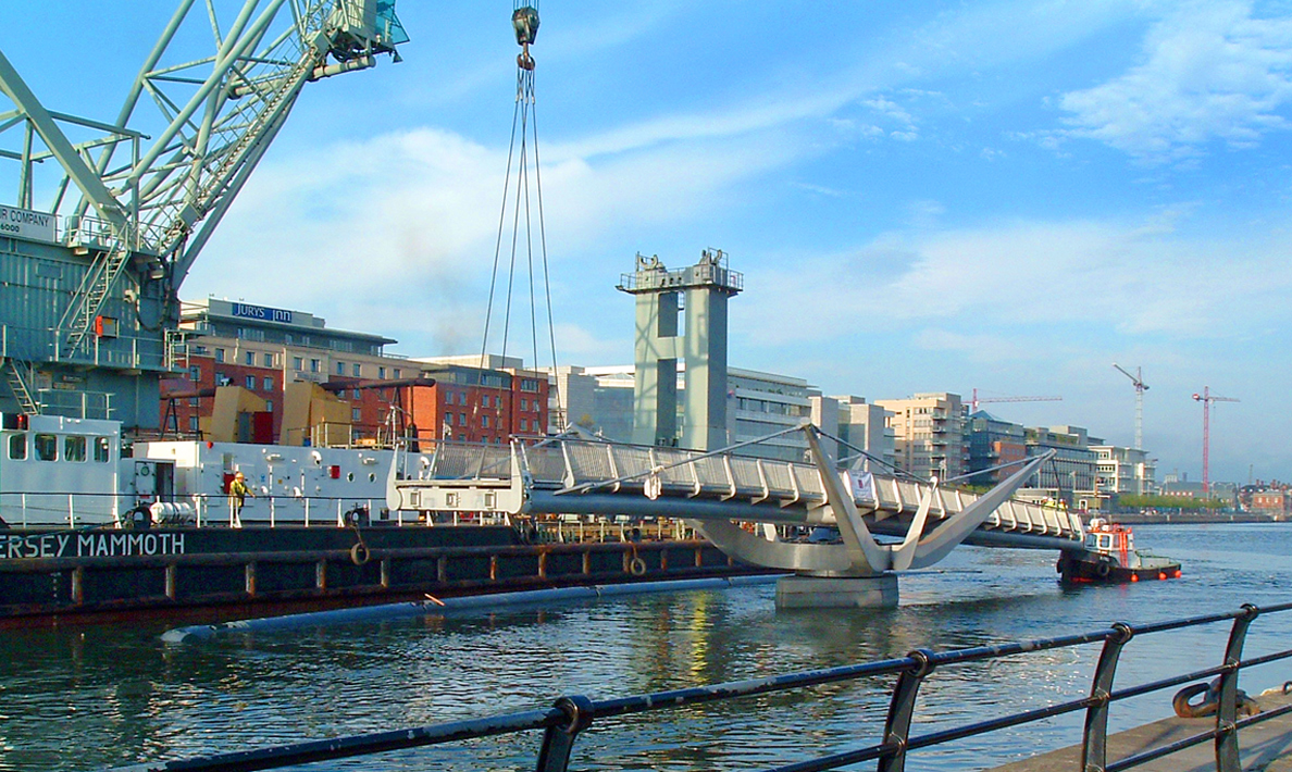 Installation of double leaf pedestrian swing bridge over River Liffey, Custom House Quay | Dublin