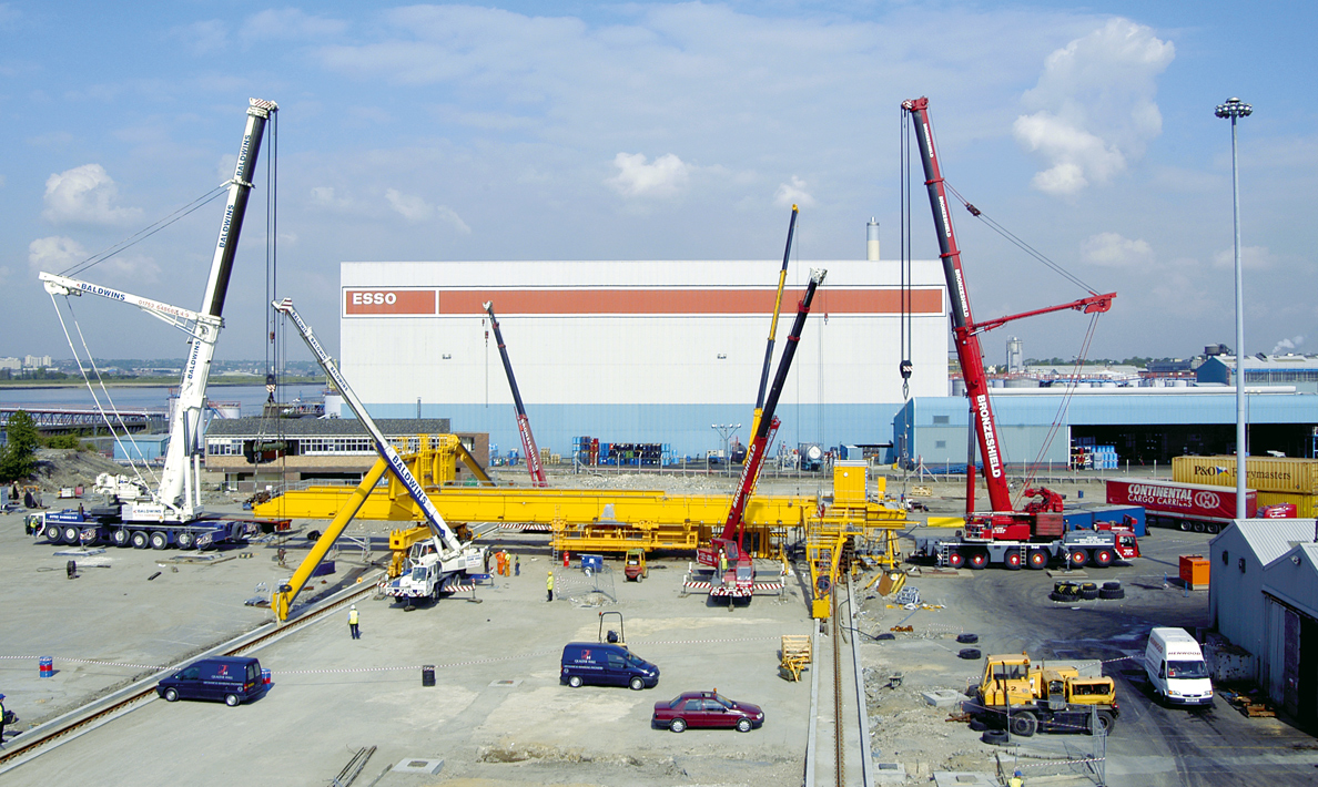 Erection of crane | Purfleet Thames Terminal