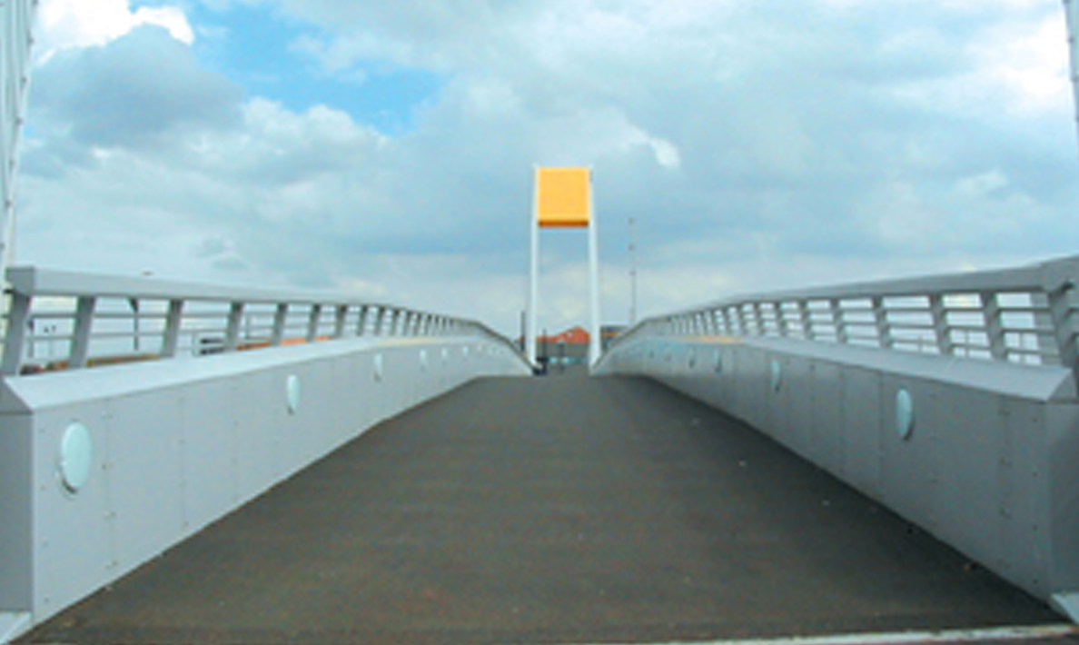 The Deep pedestrian access swing bridge | Hull
