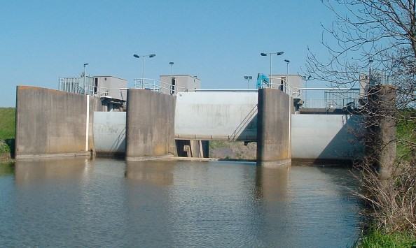 Flood alleviation scheme with three radial gates | Leigh Barrier