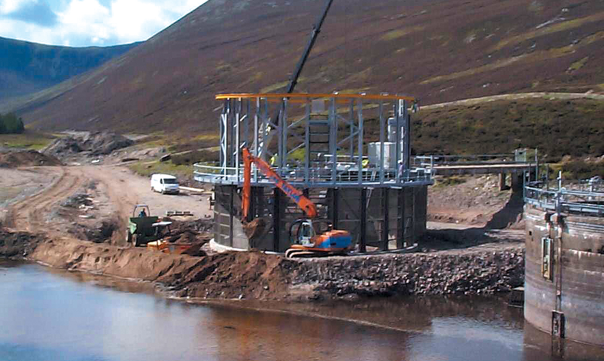 Installation of intake screens | Sellich Dam