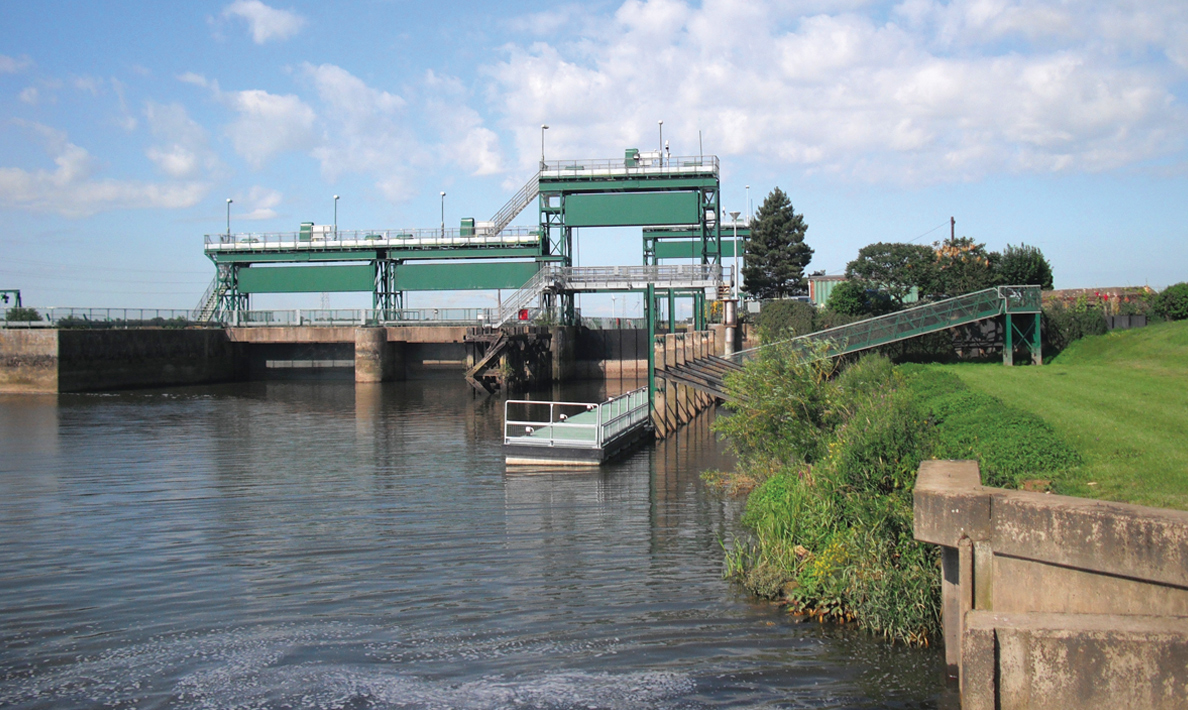 Refurbishment of Dog in a Doublet Sluice including new operating and control systems | River Nene, Peterborough